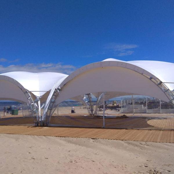 Современные пляжные шатры-навесы для кафе