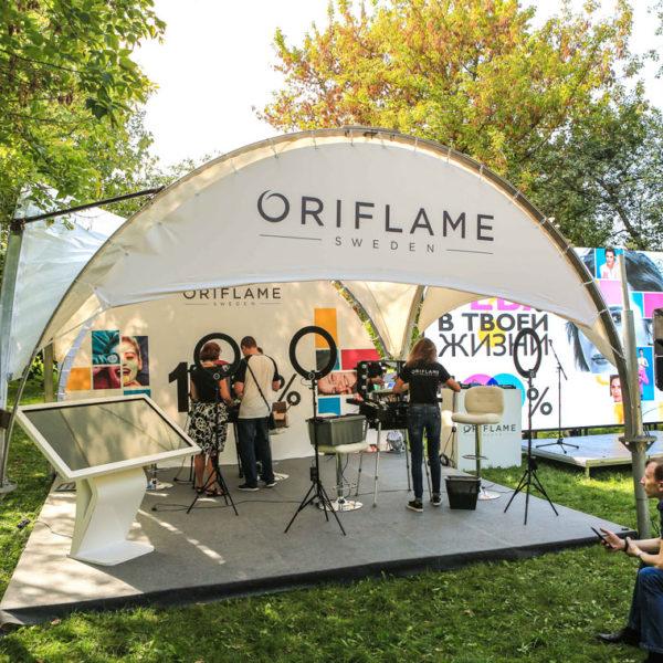 Модульный пол из дерева в шатре Oriflame
